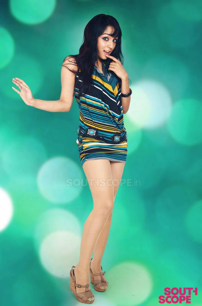 lekha washington Sourth Scope Scan from Kannada movie in short dress - lekha washington Hot Pics - 2012