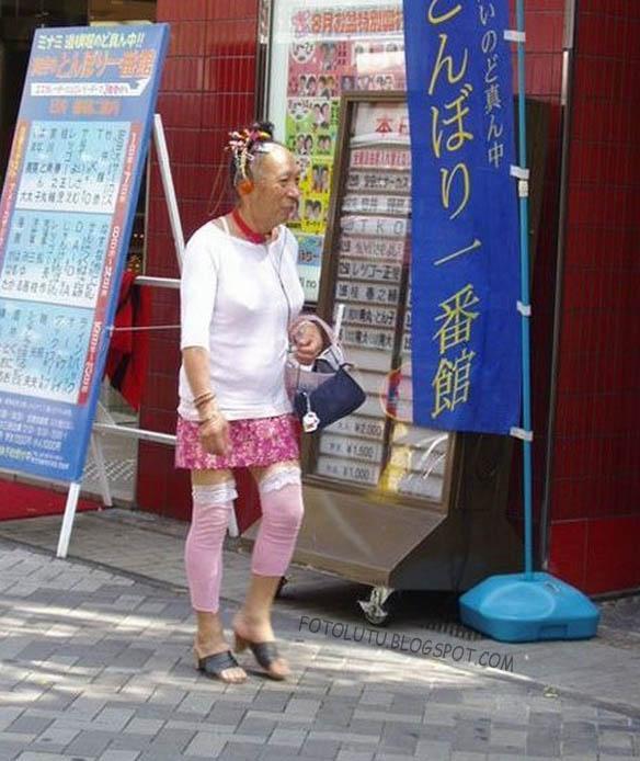 Nenek Lucu Lupa Usia, Dandan Kayak ABG Aja