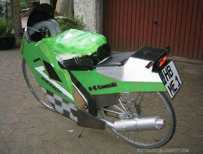 Sepeda Roda Dua Disulap Jadi Motor Balap