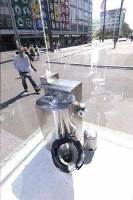 Foto Unik Toilet Umum Cermin