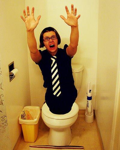 Tersangkut Di Lubang WC Berjam-Jam