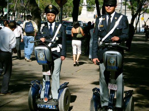 Alat Transportasi Personal Pada Patroli Polisi Meksiko