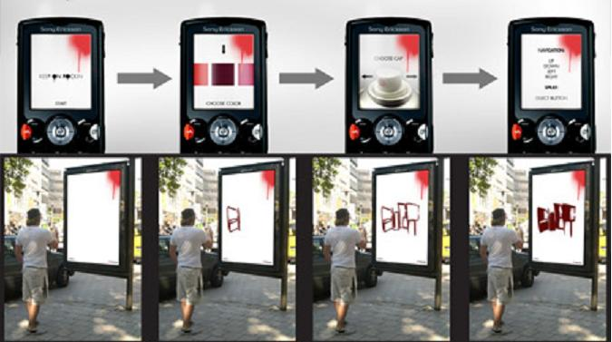 Pengguna Halte Bis Mencoba Menggambar Pada Layar LCD