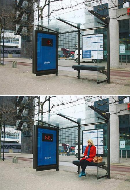 Iklan Halte Bis Yang Bisa Mengukur Berat Badan