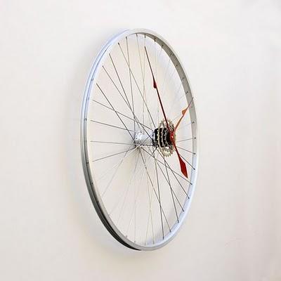 Daur Ulang Sepeda Bekas Menjadi Jam Dinding