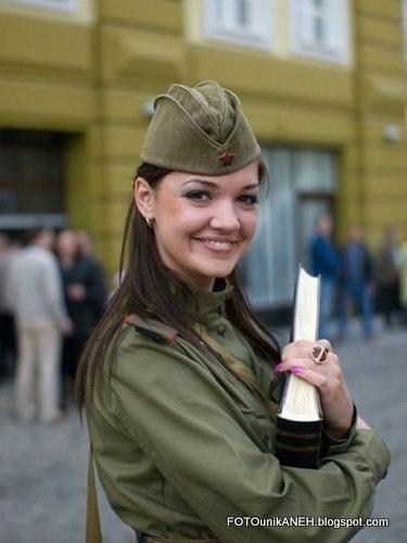 Tentara Wanita Cantik Dan Berseragam