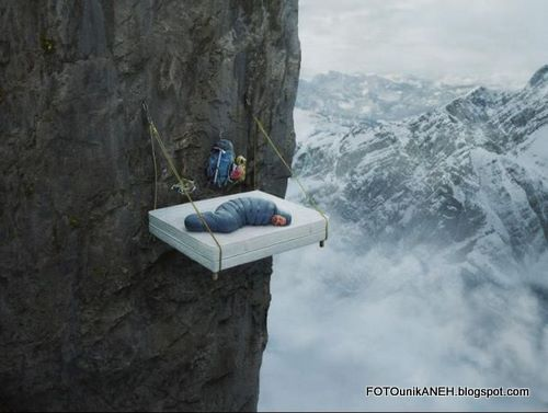 Uji Nyali Tidur Di Tebing