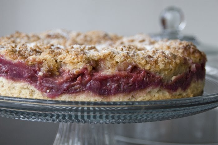 Un petit oiseau strawberry rhubarb coffee cake gluten free for Un petit oiseau