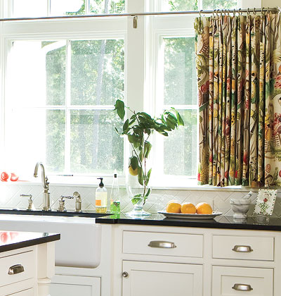How to Make Your Own Cafe Curtains | DoItYourself.com