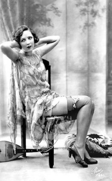 Ретро фото женщины в чулках