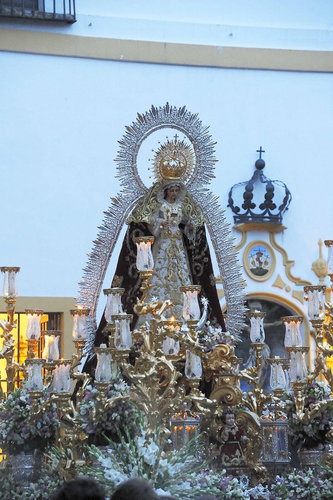 Sevilla a traves de un objetivo procesion de la virgen de for Puerta 19 benito villamarin
