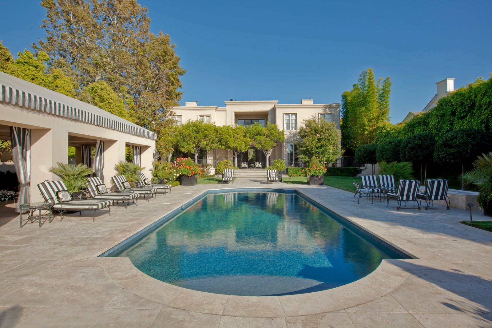 Grand Design: A Modern Classic In Brentwood Park