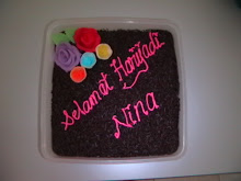 Chocolate Moist for Nina's Birthday - Adik Yus.  Dua minggu sebelum tu, tempahan untuk emak Yus.