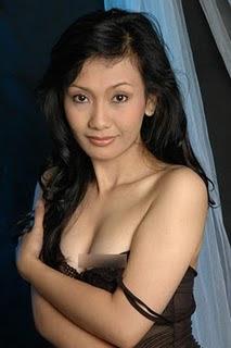 Foto Hot Syur Ayu Oktasari | Take Me Out Indonesia
