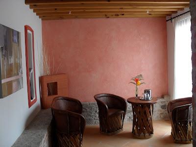 Decoraciones finas de interiores y exteriores muro en acabado deslavado en tono shedron - Decoracion muros exteriores ...