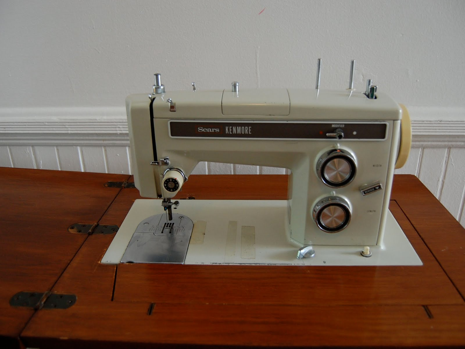 Kenmore Antique Sewing Machine - Best 2000+ Antique decor ideas ...