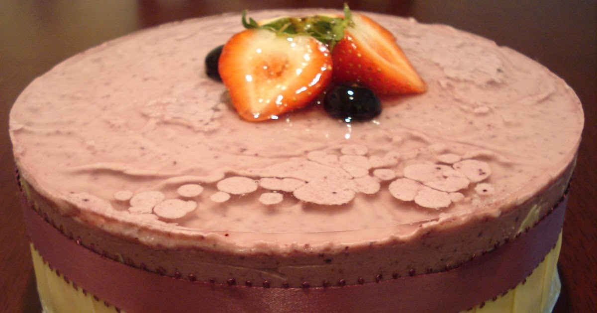 Decorating Cake With Frozen Strawberries : In Love With Baking: Strawberry and Blueberry Mousse Cake