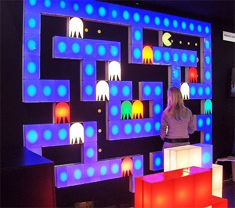 Geekware pac man interior lighting mural for Mural lighting