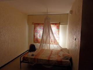 A minha cama e rede mosquiteira no auberge