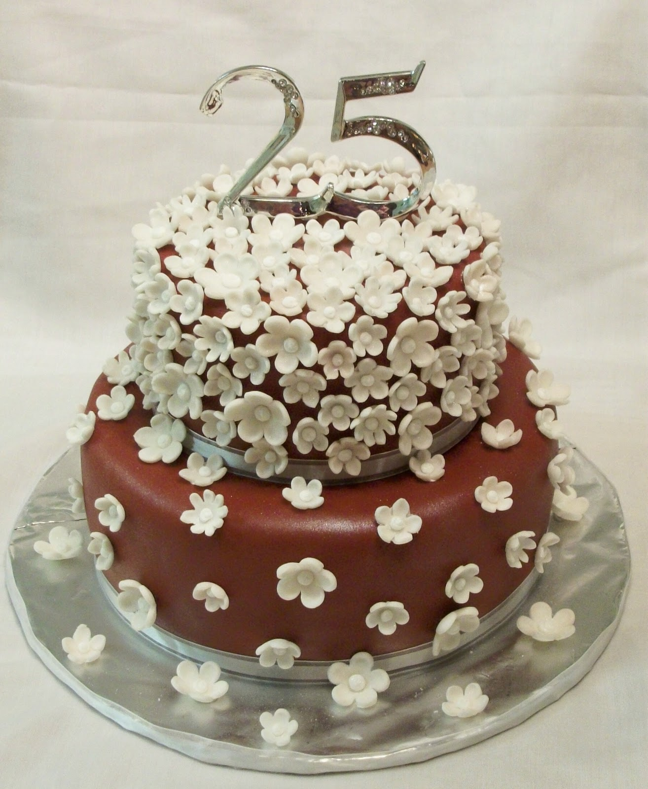 Pictures of 25Th Anniversary Cakes http://bellissimocakes.blogspot.com/2010/11/25th-anniversary-cake.html