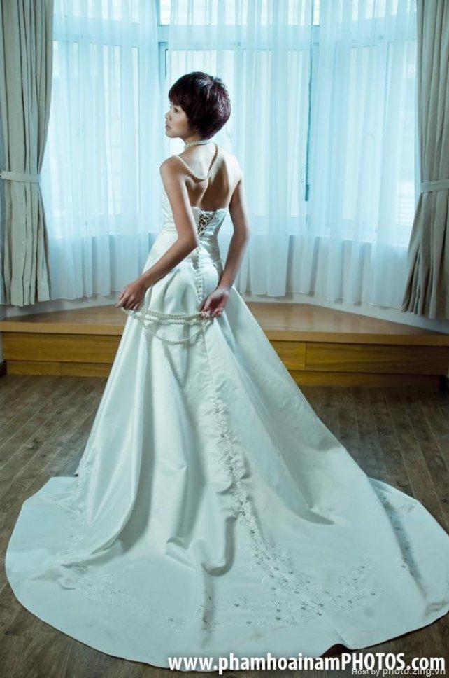 Vietnamese Gallery: Tang Thanh Ha in wedding dress
