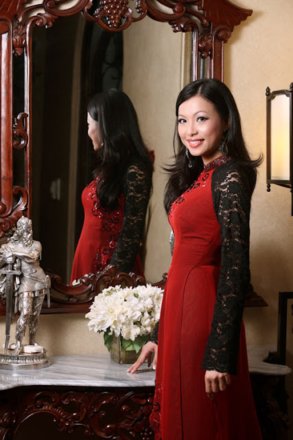 Ngo My Uyen in Aodai pictures