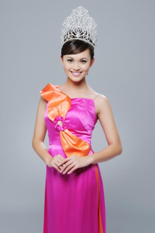 Miss vietnam global 2009 winner alex tran in aodai pictures