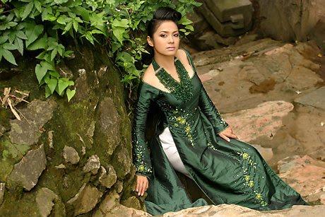 vietnamese model viet trinh in ao dai latest photos