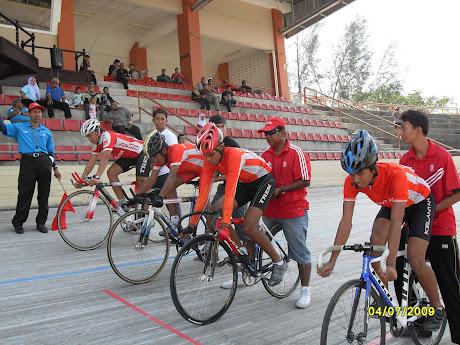Team Pursuit di kejohanan berbasikal track PLN,velodrome ipoh 2 - 5 julai 2009....