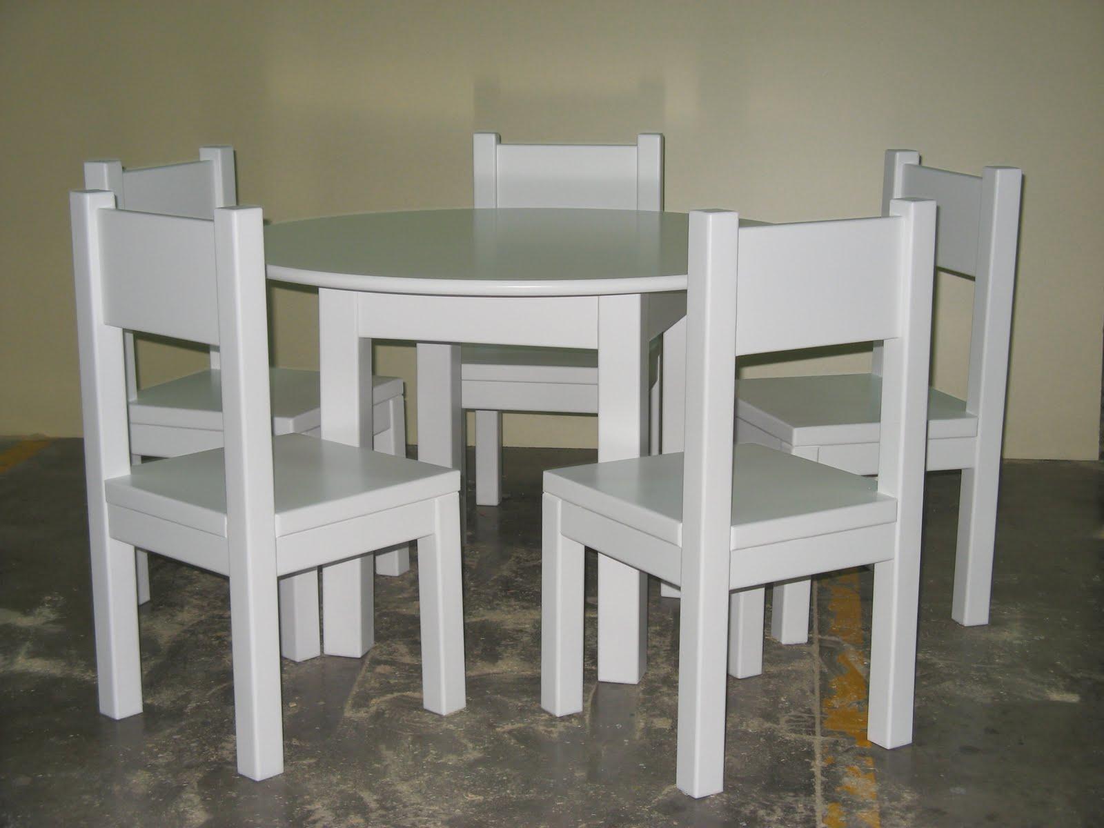 Artesanos carpinteros juego de mesa y sillas infantiles for Mesas y sillas para ninas