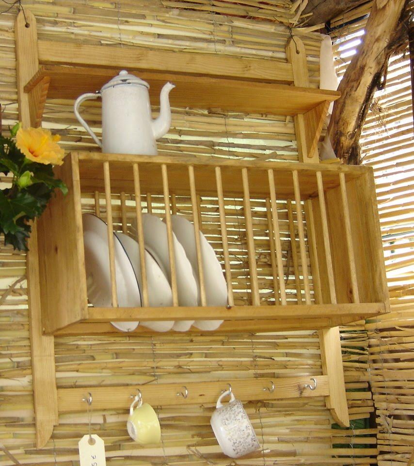 Artesanos carpinteros platero con repisa y ganchos for Ganchos para repisas