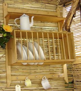 Platero con repisa y ganchos artesanos carpinteros for Ganchos para repisas