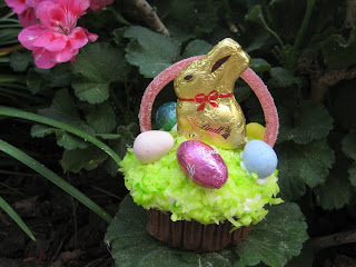Fun and Easy Easter Cupcake Baskets!