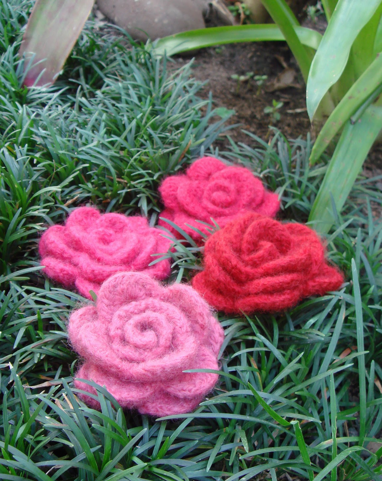 How To Tuesday Crochet Flower Tutorials The Un Coordinated Mommy