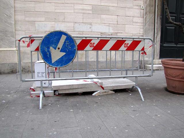 Collapsed bench, Via della Madonna, Livorno
