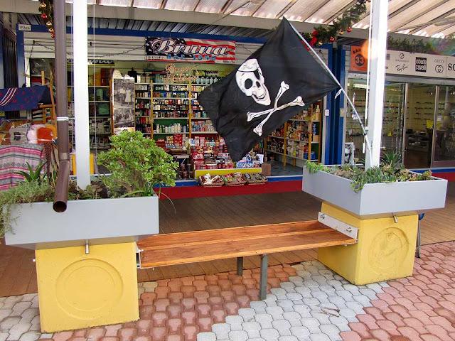 Mercatino Americano, via della Cinta Esterna, Livorno