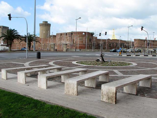 Benches, Palazzo del Portuale, Piazza del Pamiglione, Livorno