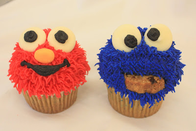 Complete Deelite: Elmo and Cookie Monster Cupcakes!!!