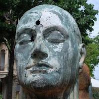 Arte y lienzos, escultura White Benares 2002 de Igor Mitoraj