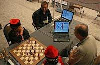El programa de ajedrez, Deep Junior, vence a otro ordenador, Deep Fritz