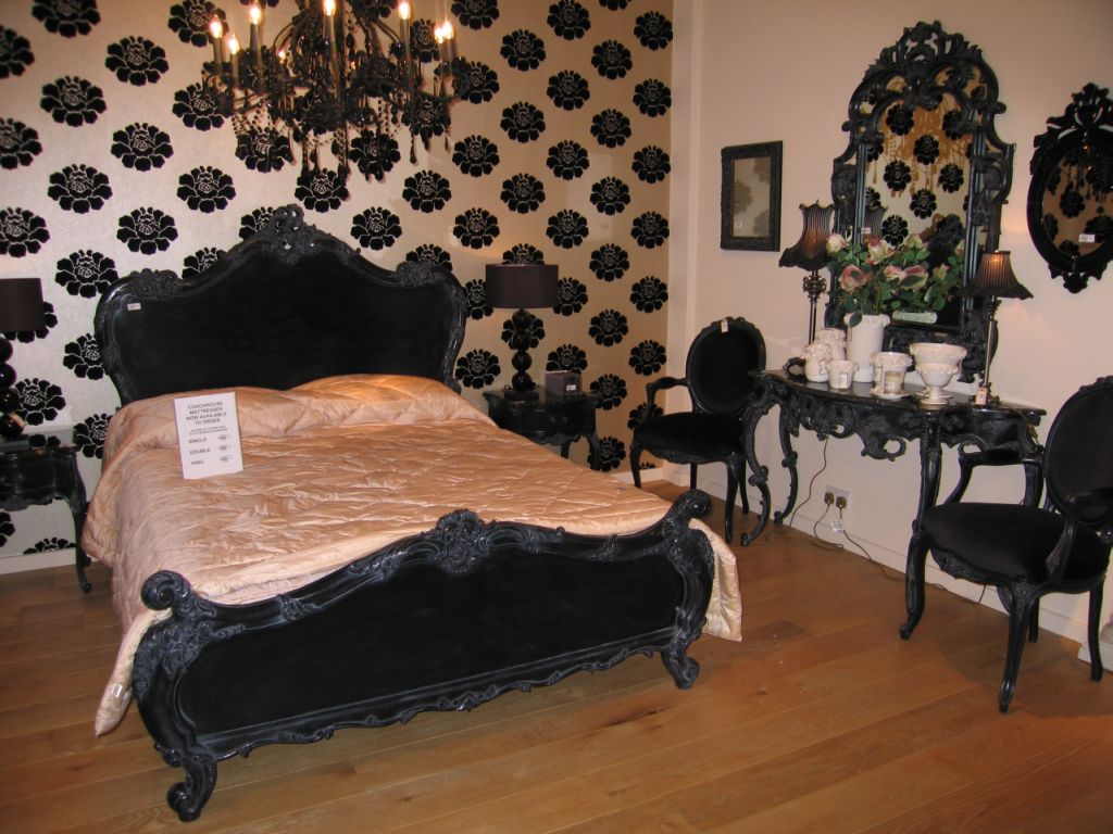 Bedroom ideas with black furniture bedroom furniture for Black and white vintage bedroom ideas