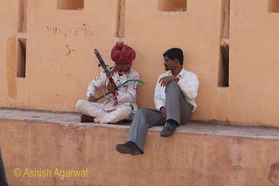 Musicians on the walls of the Amer Fort near the entrance