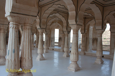 Cross section of pillars inside a hall in the Amber Fort in Jaipur