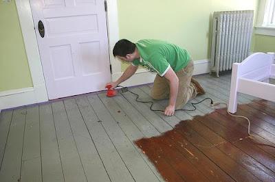 C mo barnizar o plastificar pisos de madera - Como lijar madera ...