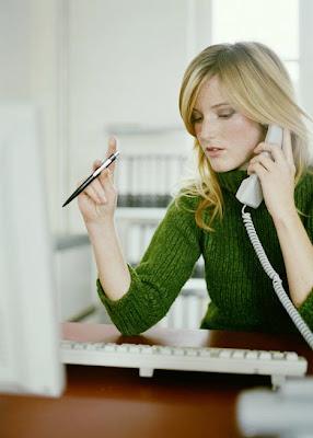 http://4.bp.blogspot.com/_Oh42QKqspkY/SE9tzqfMXbI/AAAAAAAAAJo/EtZcefX7k5Q/s400/desk+woman.jpg