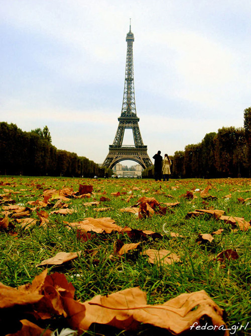 Уличная мода Парижа осенью