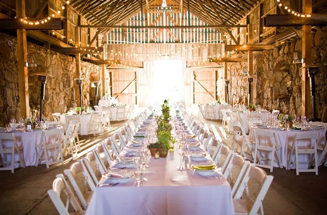 A wedding in a barn photo 2738584-3