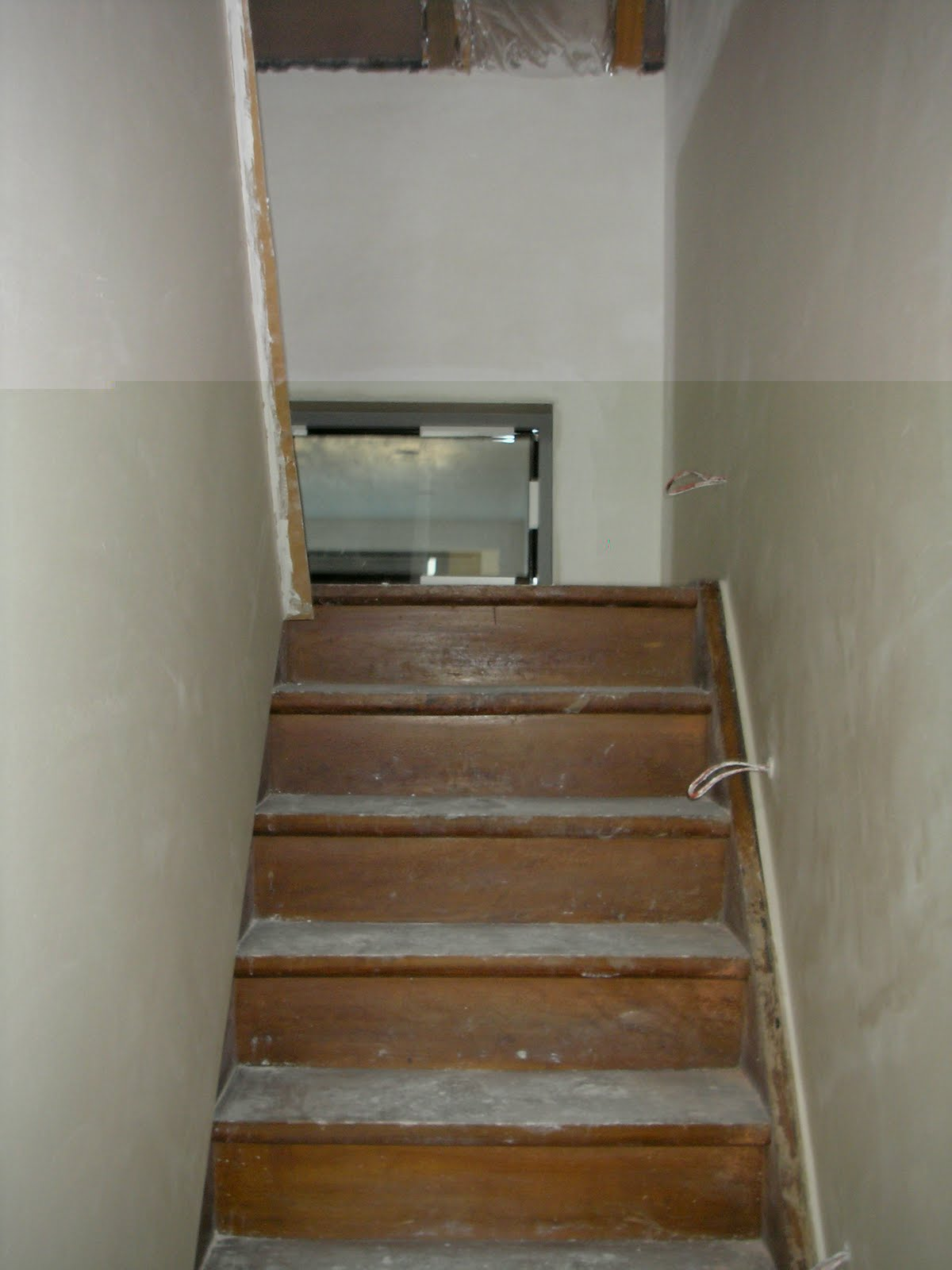 Help evy en lennart verbouwen foto 39 s plakwerk bovenverdieping - Trap toegang tot zolder ...