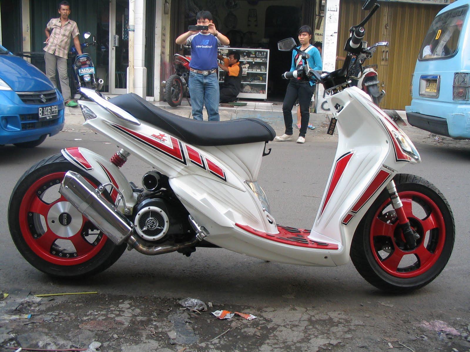 Modifikasi Motor Mio Putih
