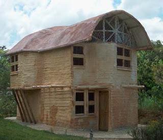 esto es algo que tambin viene de la antigedad las primeras casas del hombre estuvieron construidas de barro y madera